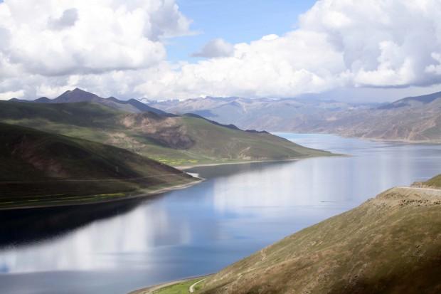 Yamdrok Yamtso Lake