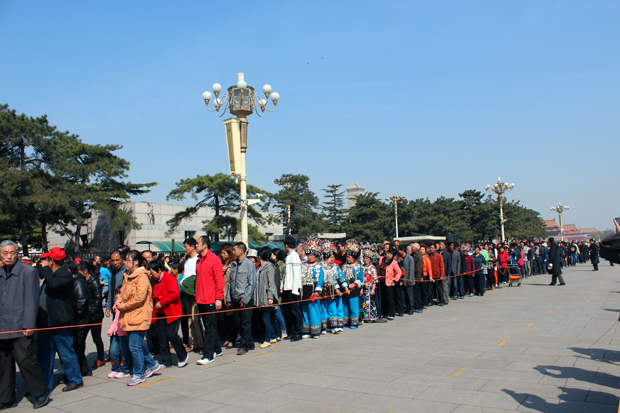Long queues in front of the Chairman Mao Memorial Hall