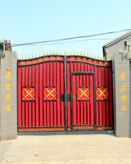 One of the picturesques Gates where my driver stopps