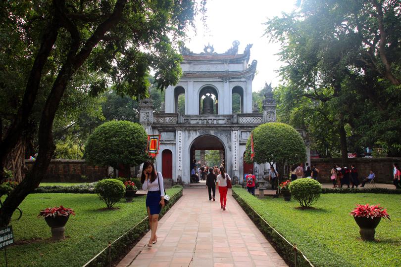 Haupteingang Literaturtempel Hanoi Vietnam