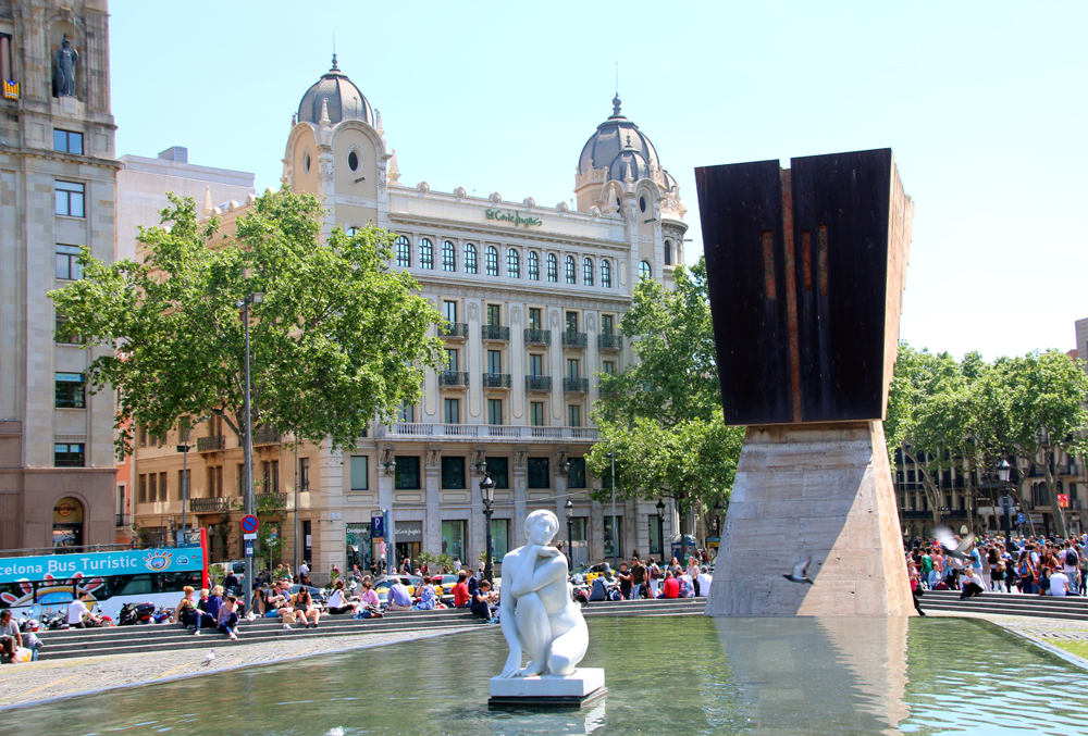 La Deessa Placa de Catalunya Barcelona Spain