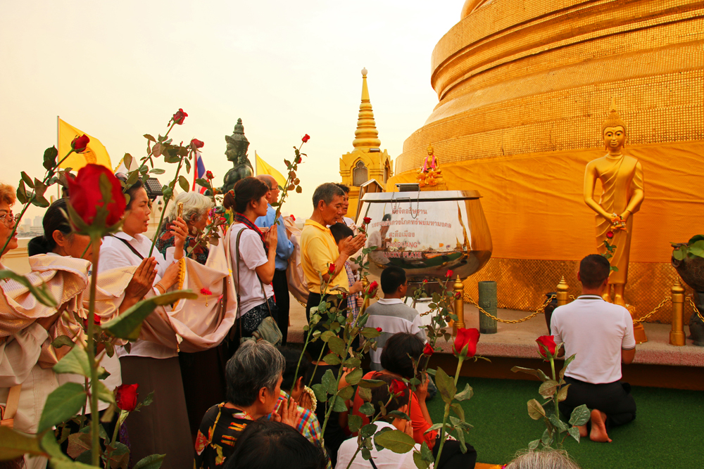 Prayer ceremony Golden Mount Bangkok Thailand