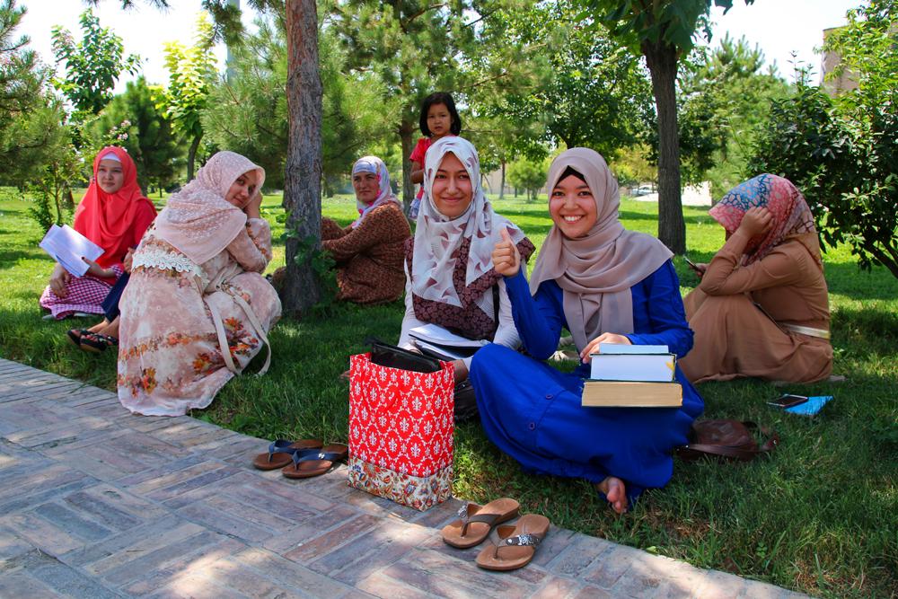 Höhepunkte von Tasch1kent Usbekische Studentinnen