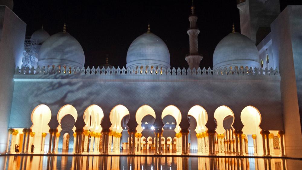 Reiseblogger-Rückblick 2016 - Scheich-Zayed-Moschee bei Nacht