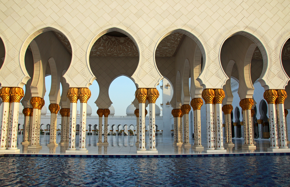Travel blogger review 2016 - Sheikh Zayed Grand Mosque in Abu Dhabi