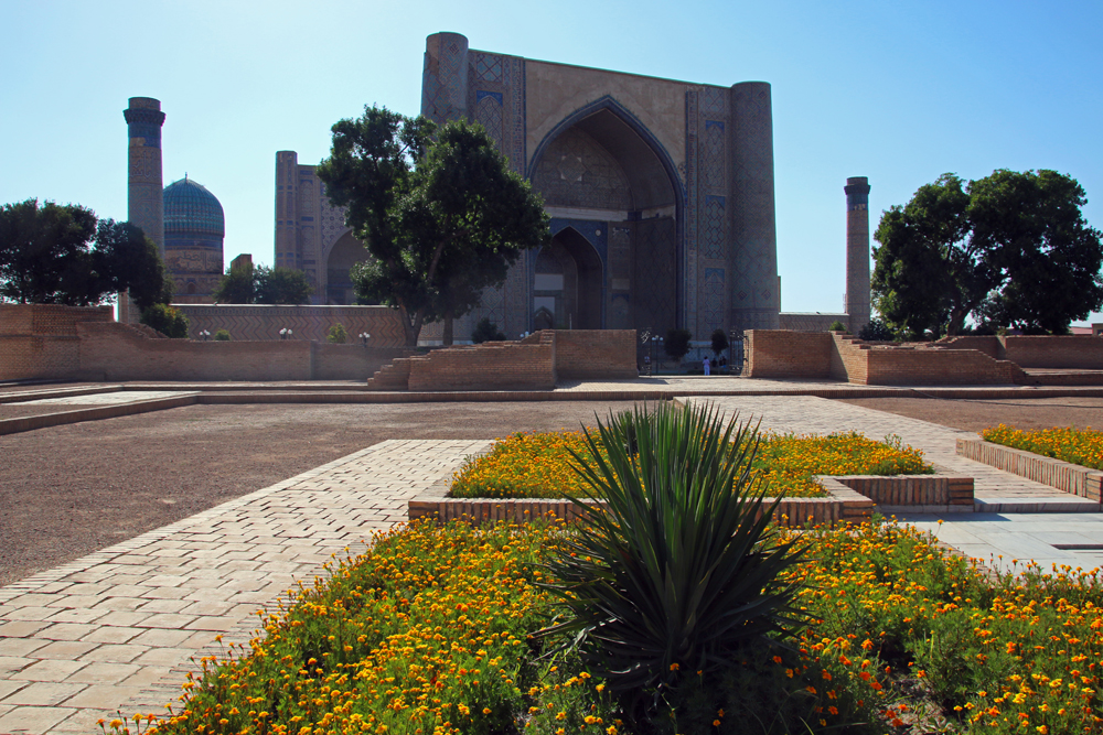 Travel blogger review 2016 - Bibi-Khanym Mosque in Samarkand, Usbekistan
