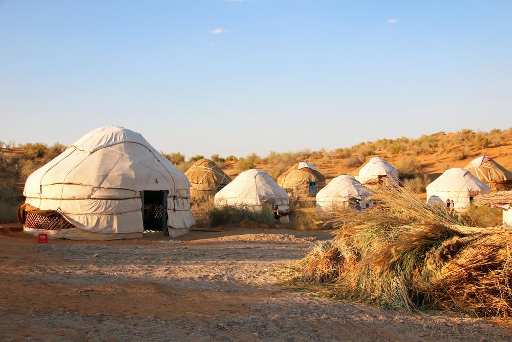 Reiseblogger-Rückblick 2016 - Jurten in der Wüste am Aydar Kŭl-See