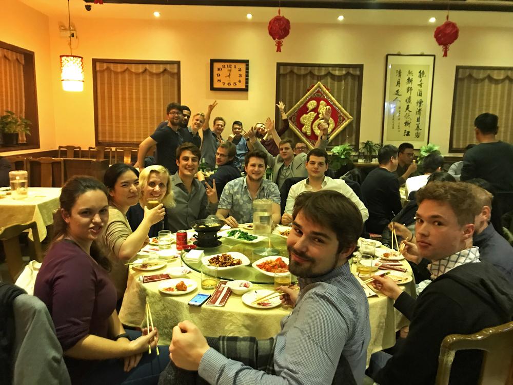 Reiseblogger-Rückblick 2017 Abendessen mit unserem Chinesischkurs Renmin-Universität Peking China ASIEN
