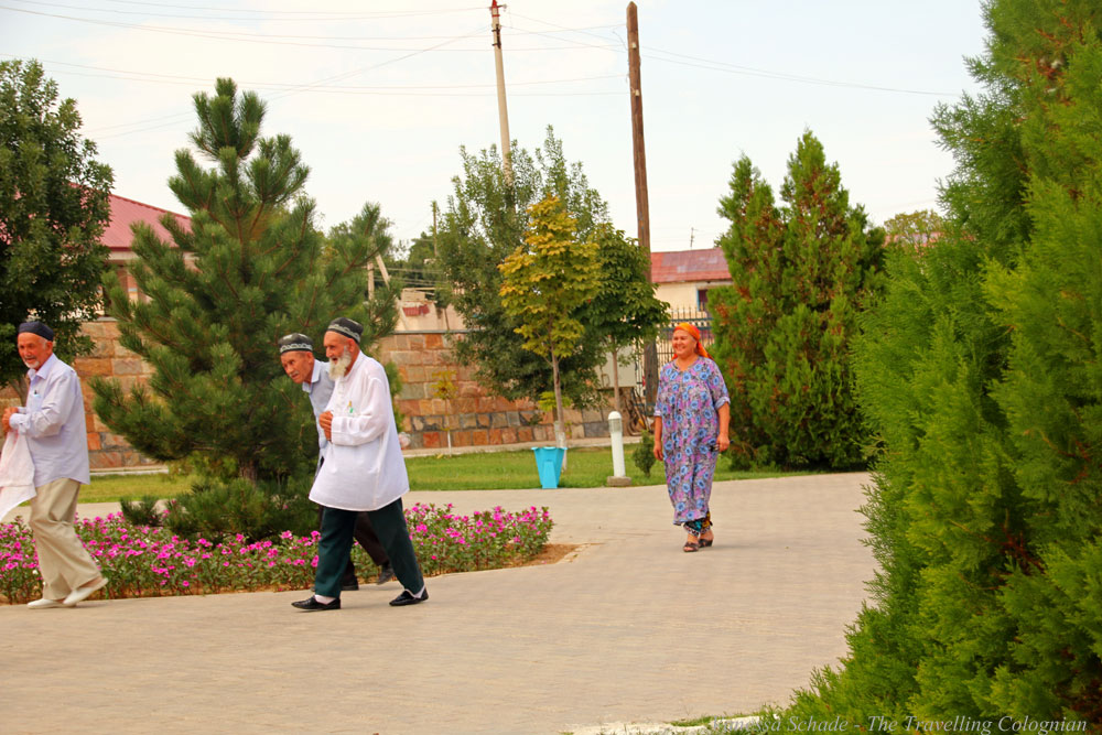 Nurata-Kysylkum-Uzbekistan-einheimische-Pilger